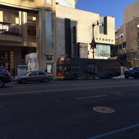 الباص السياحي في هوليود