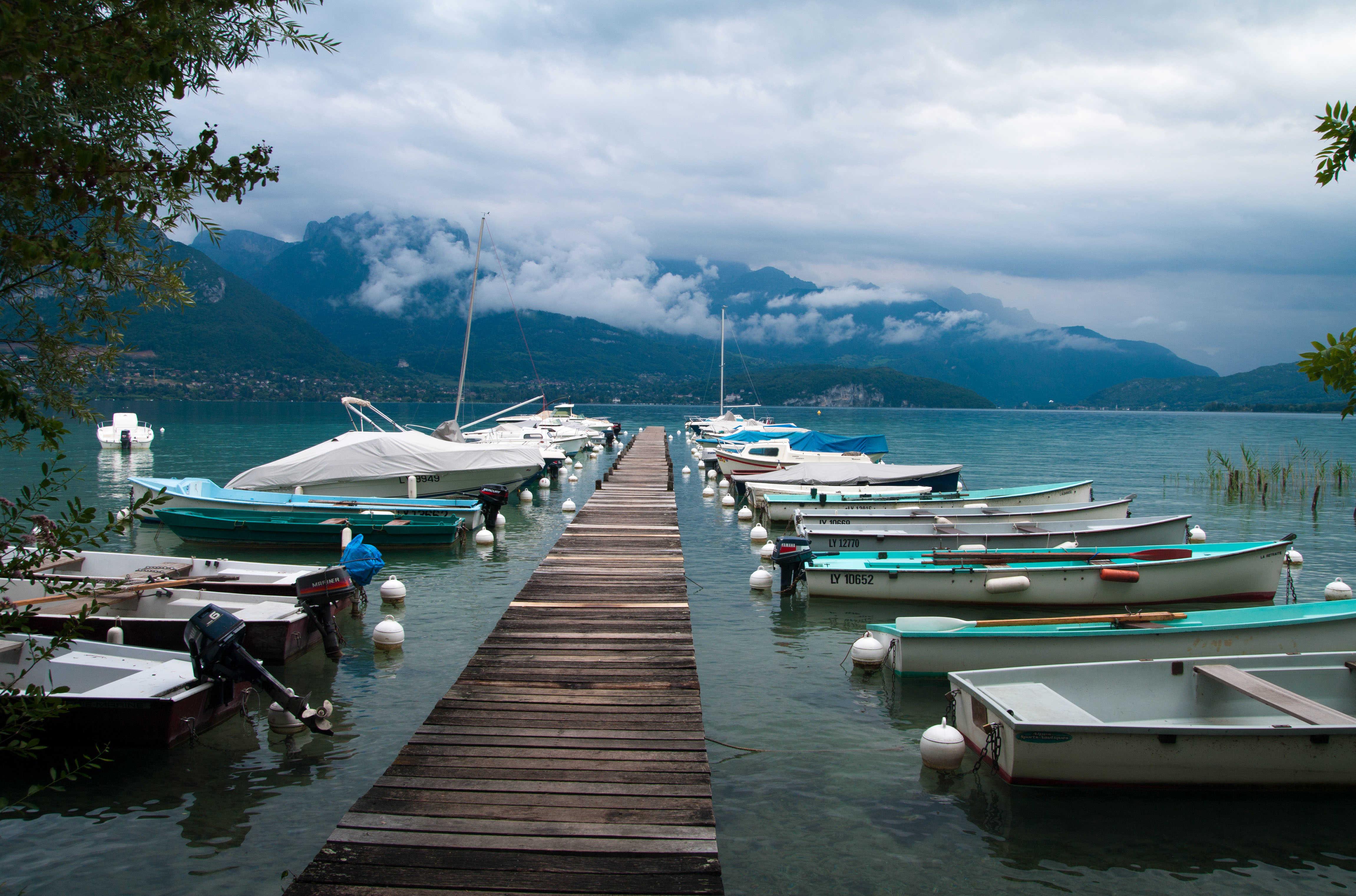 بحيرة انسي من اجمل اماكن السياحة في انسي