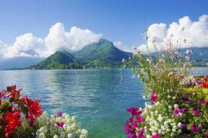 بحيرة انسي في الصيف