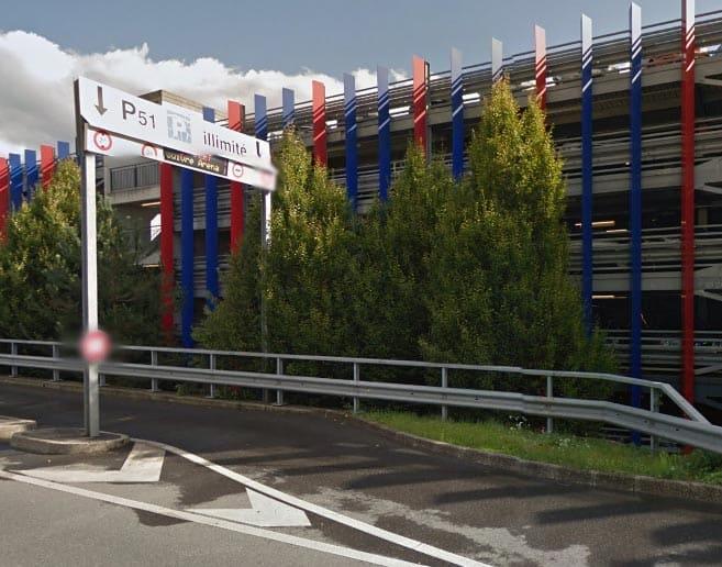 مواقف السيارات بمطار جنيف