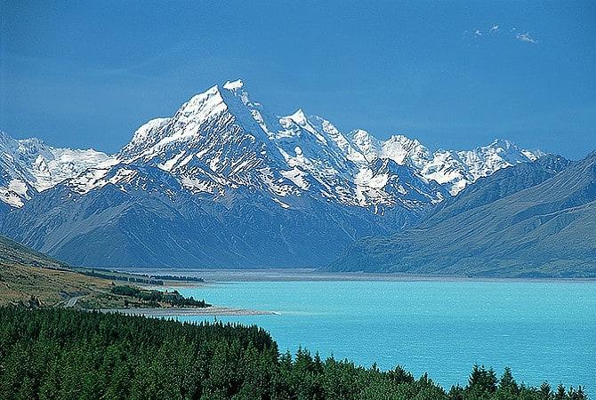 اكبر البحيرات في نيوزلندا