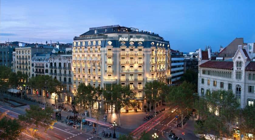 السكن في برشلونة