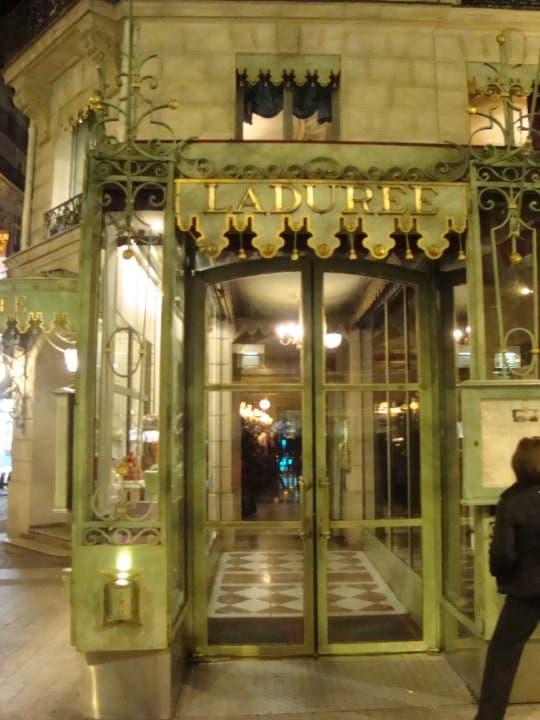 مقهي لادوريه