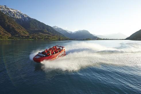 1494787780-9795-4-jbi-2014-jetboat-boedeli-s السياحة في انترلاكن و ماحولها , اماكن سياحية بالاحداثيات و الاسعار و المواعيد