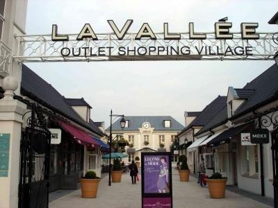 آوت ليت لا فيلاج قرية التخفيضات La Vallee Village
