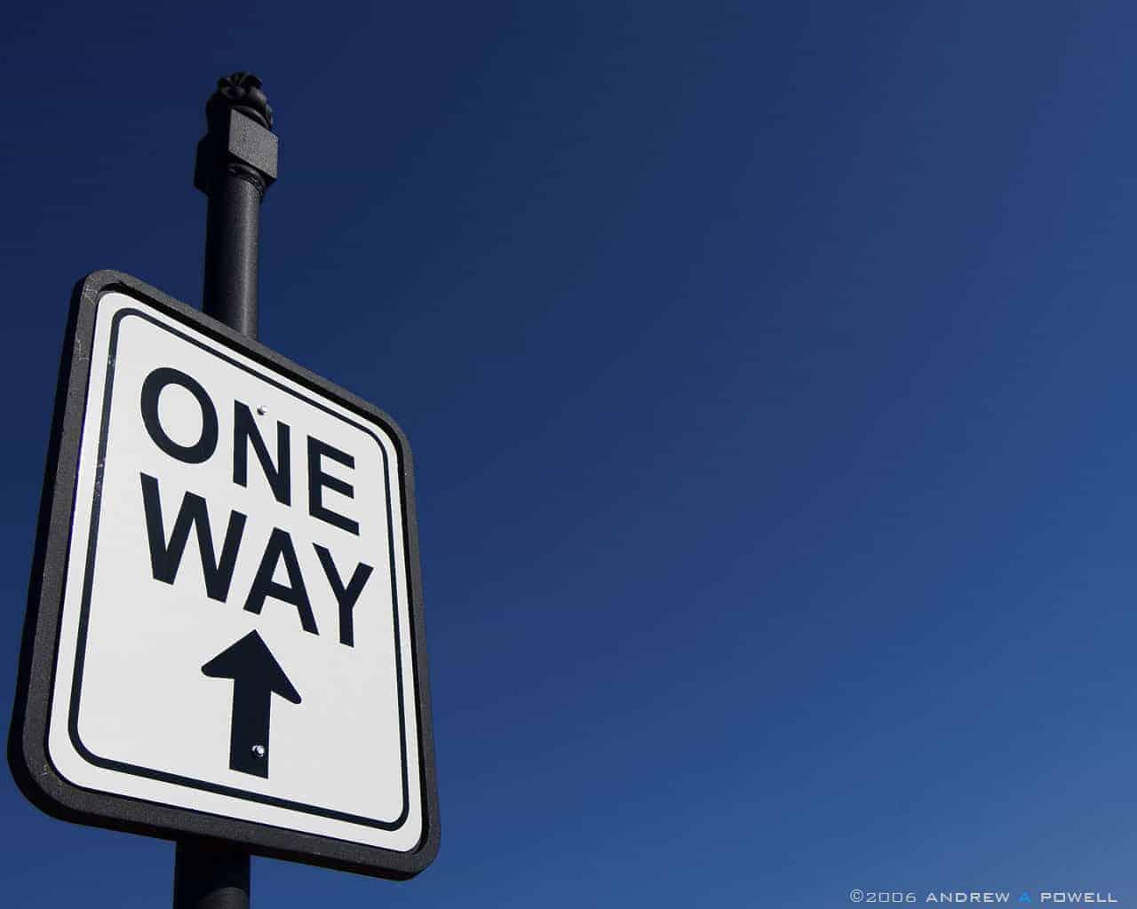 لوحة تعني ان الطريق ذو اتجاه واحد فقط