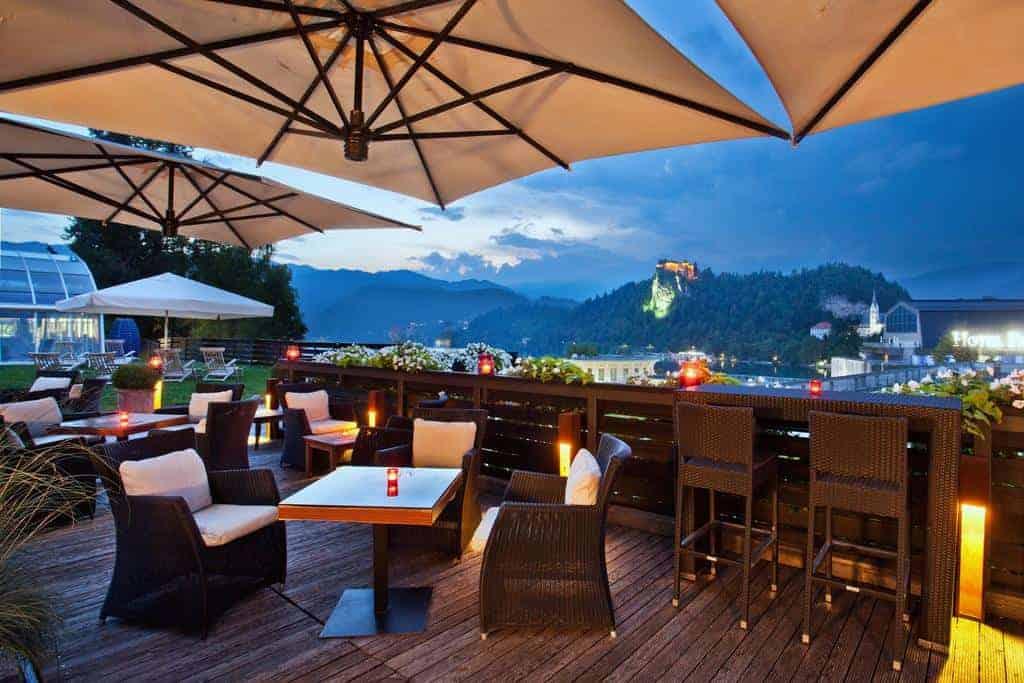 مطعم فندق كومباس يطل على بحيرة بليد