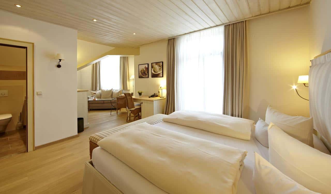 غرفة نوم في ستاوداتشيرهوف هيستوري آند لايف ستايل