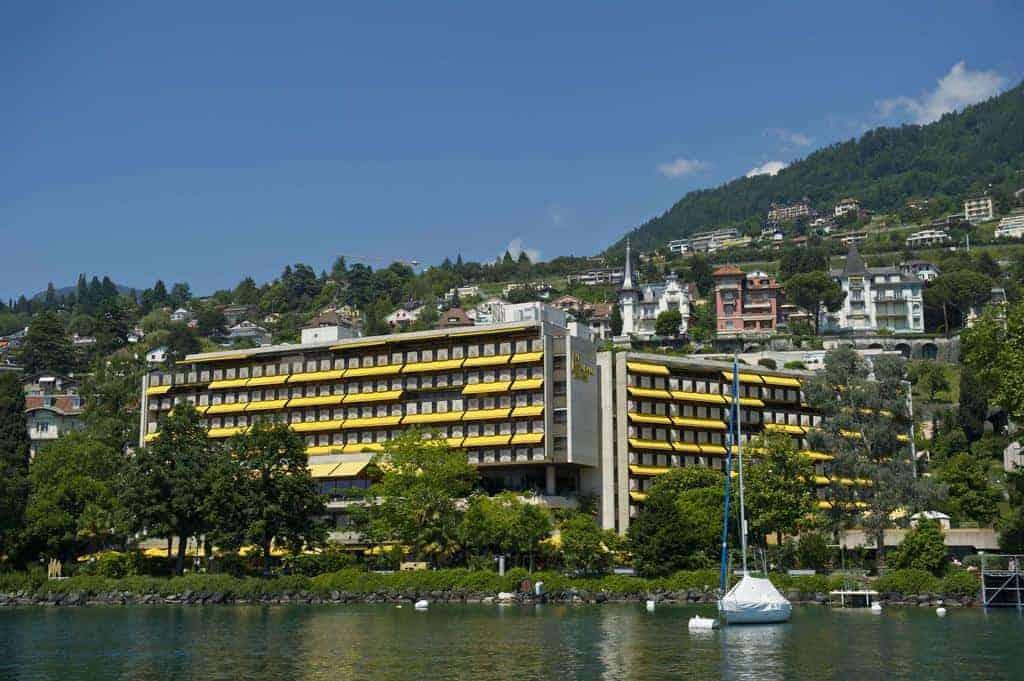 رويال بلازا مونتروالمطل على نهر جنيف