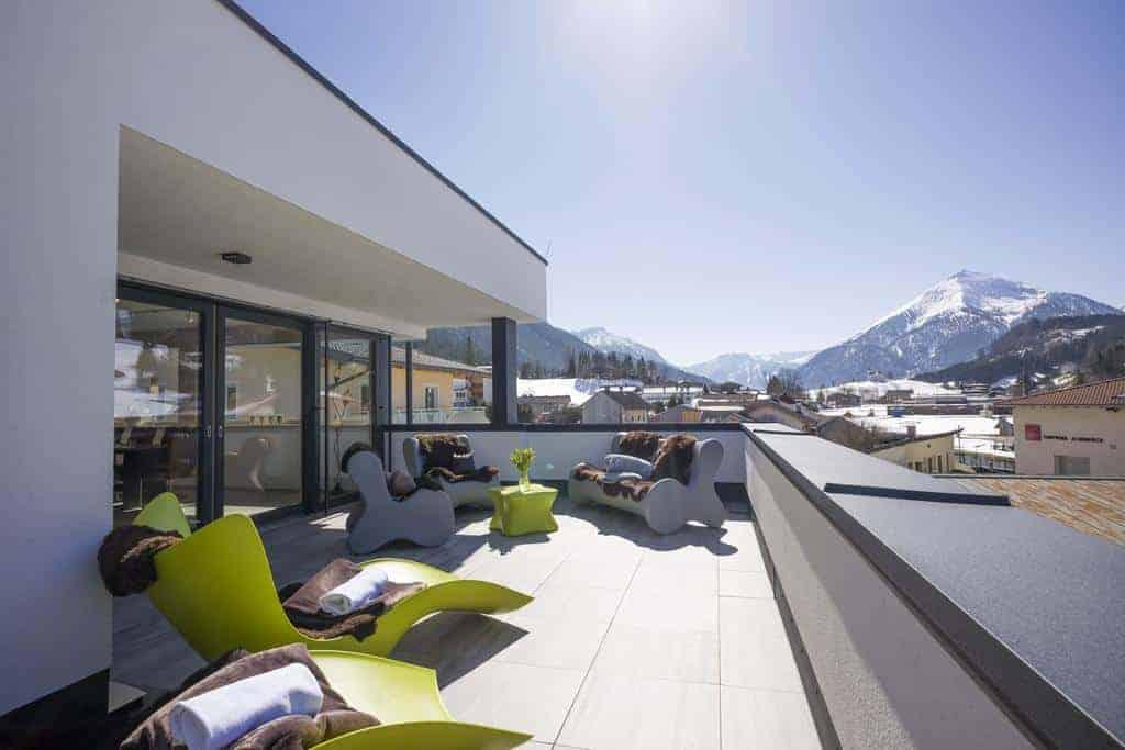شرفة في شققليدرماير مطلة على جبال الألب