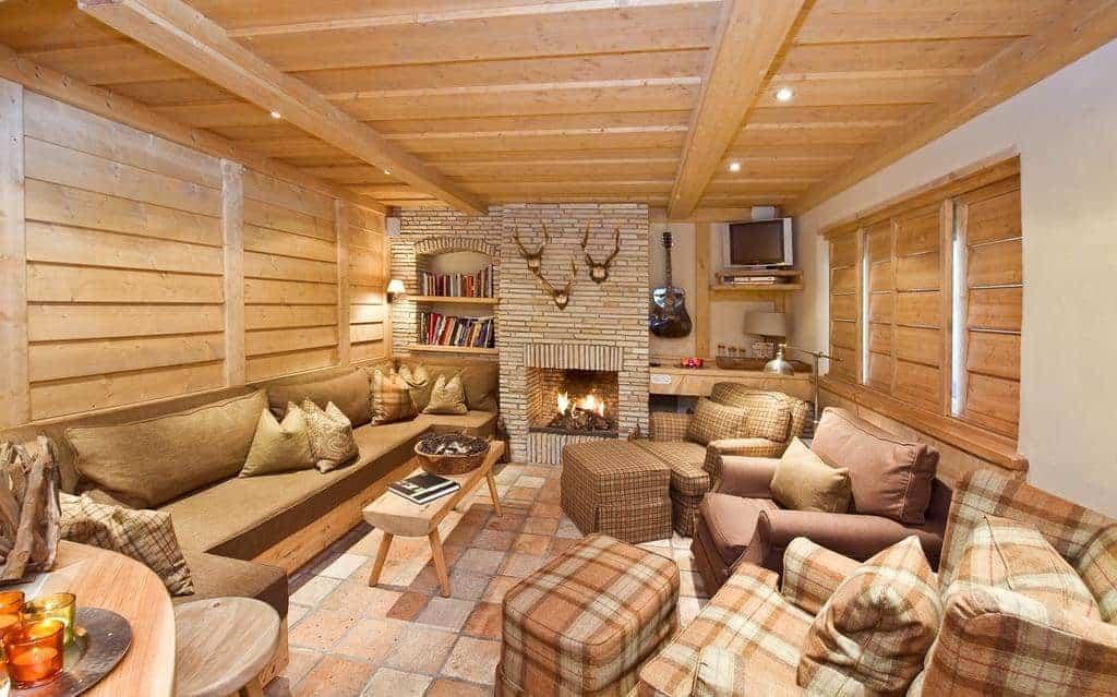غرفة الجلوس خشبية اللون في شققبرينسيس بيرجفريدين