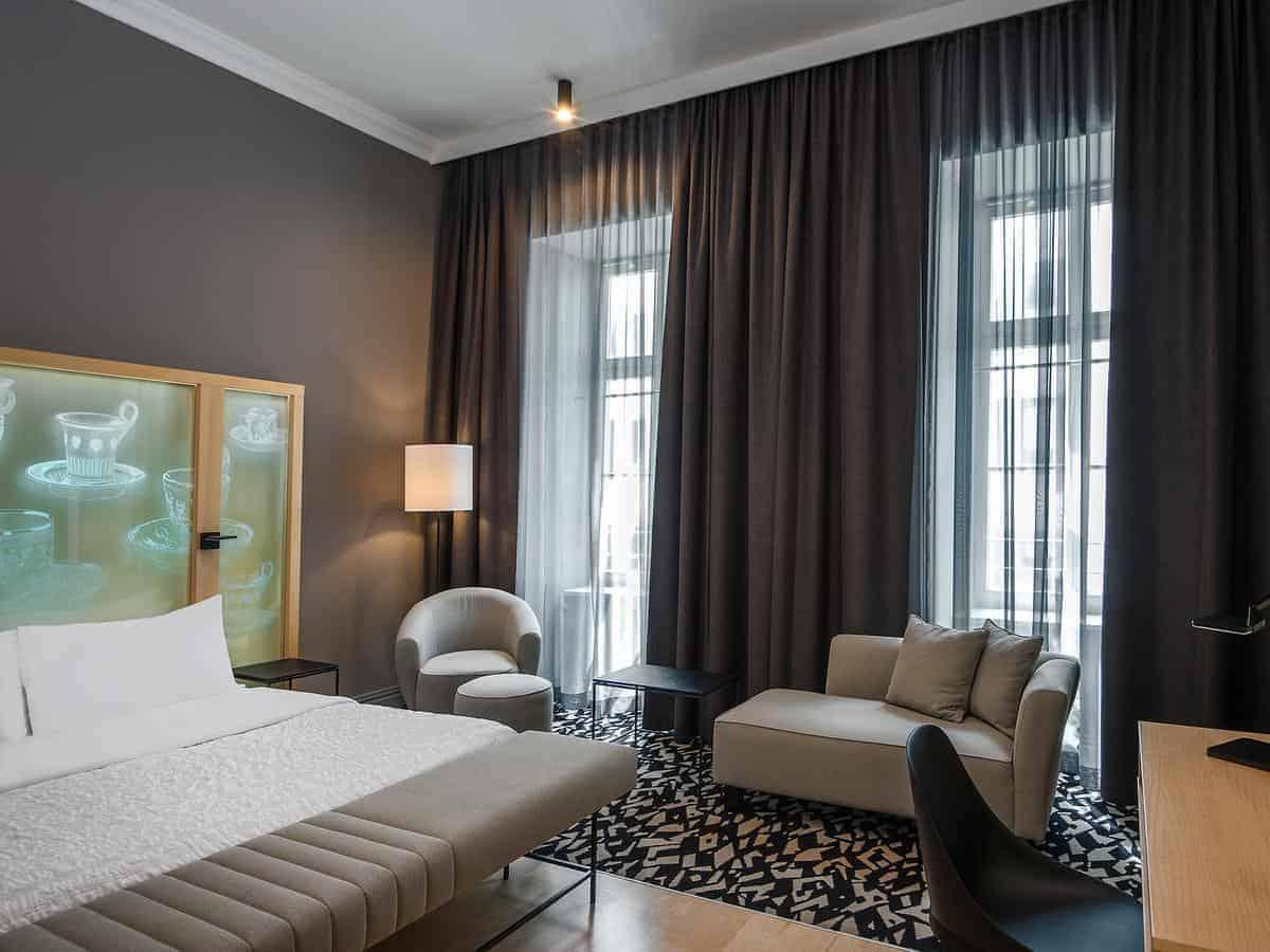 غرفة نوم في لو ميريديان فيينا