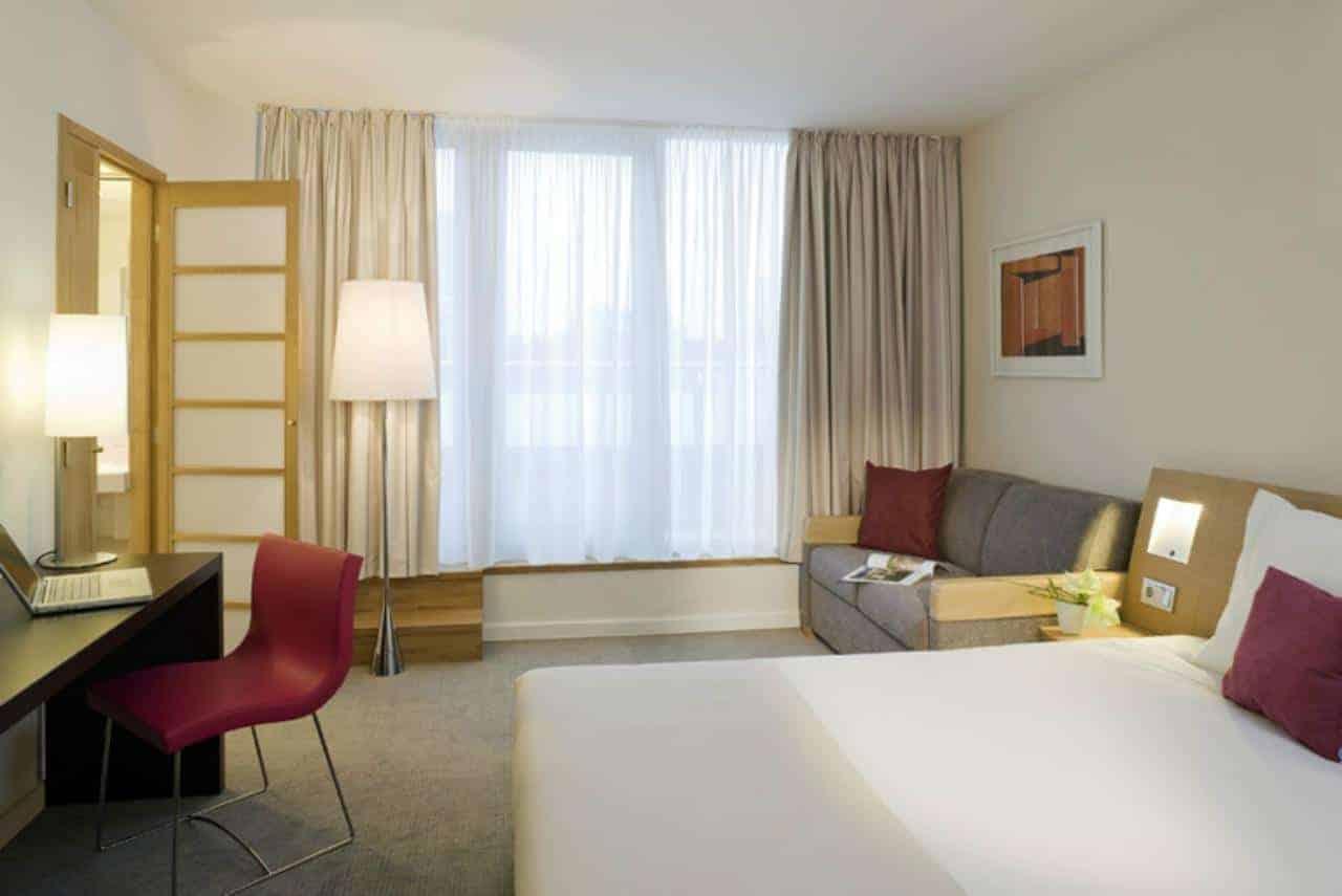 غرفة نوم في نوفوتيل مدينة فيينا