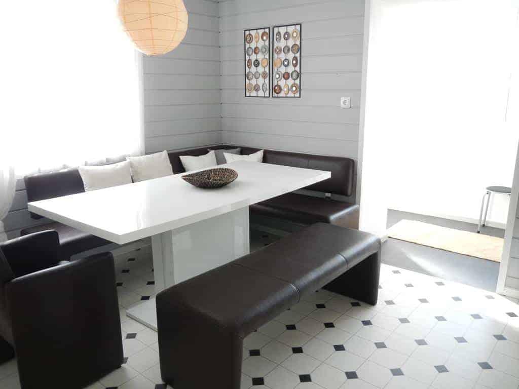 طاولة طعام في شقة فيفينجو