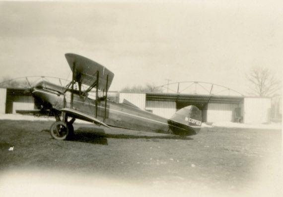 صورة قديمة لطائرة في مطار جنيف الدولي