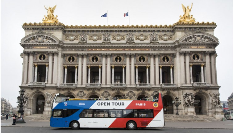 الباص السياحي شارع الشانزليزيه