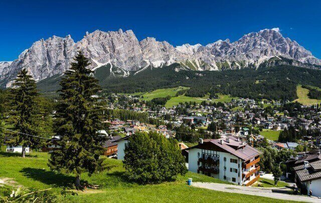 زيارة قرية Cortina d'Ampezzoكورتينا دامبيدزو