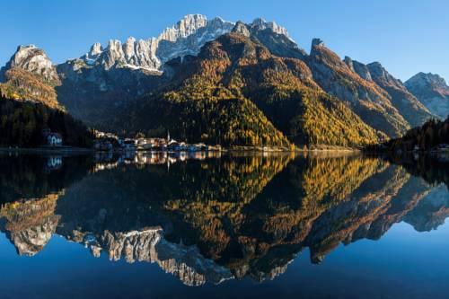 زيارة قرية وبحيرة اليقا Lago di Àlleghe