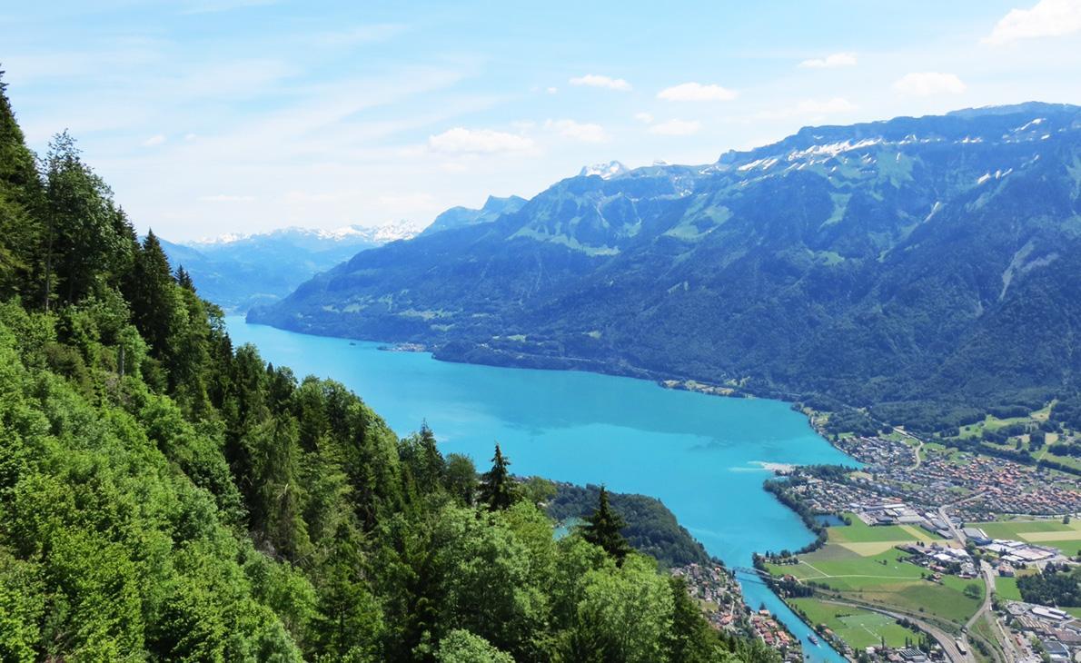 انترلاكن , ملتقى البحيرات السويسرية هنا تجد اجمل البحيرات القريبة منها .